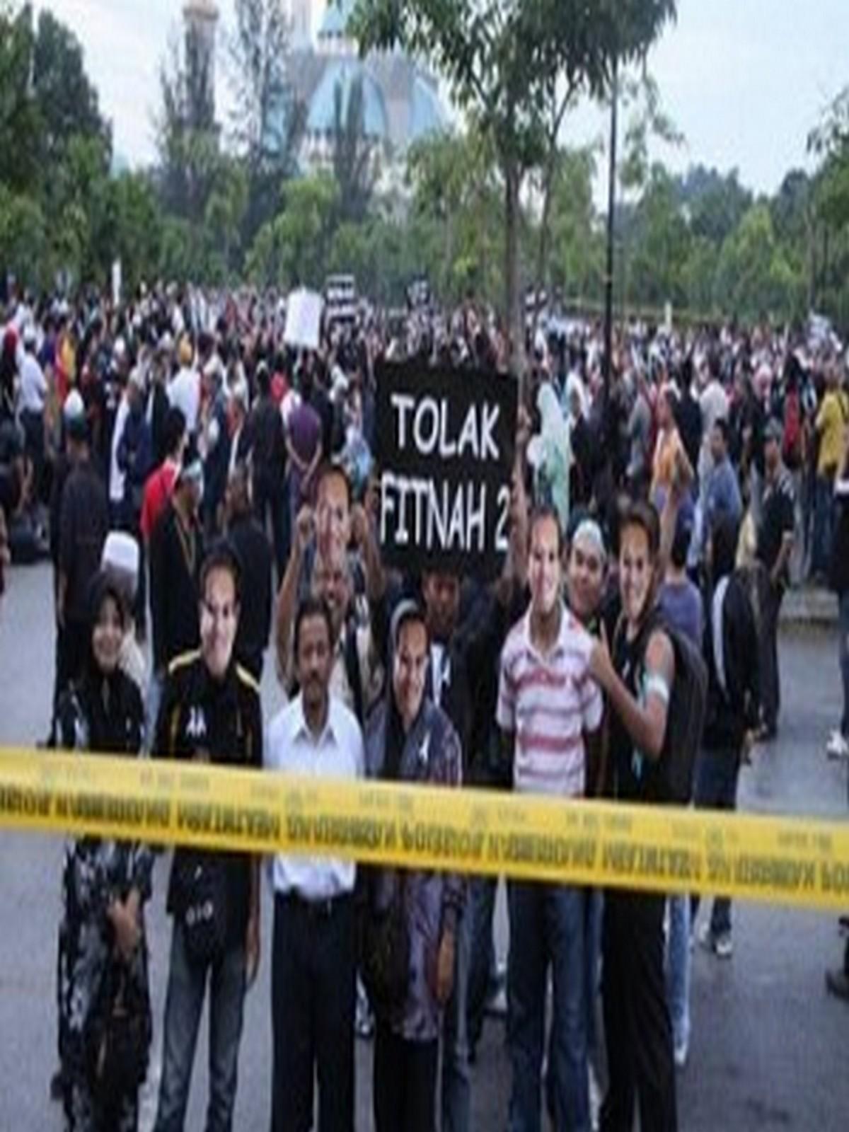 Anwar bebas3 300x200 - Pembebasan Anwar: Blogger Pro Umno-BN Cabar Peguam Negara